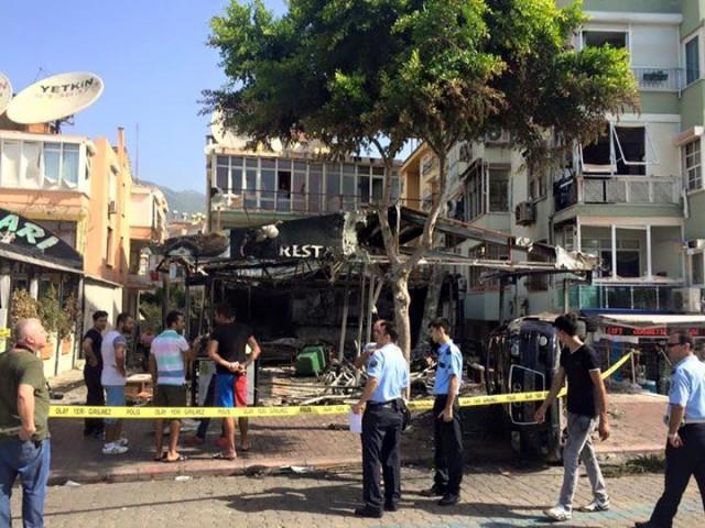 DÜn gee Alanya'da çıkan olaylar sırasında pek çok dükkan yandı ve zarara uğradı..
