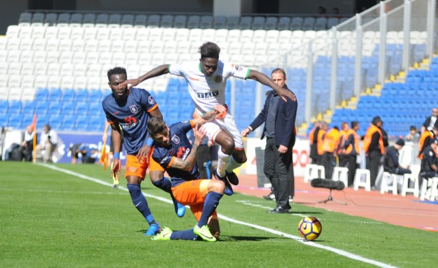 İki farkla öne geçen Başakşehir karşısında Fernandes'in golüyle farkı bire indirsek de maç bu sonuçla bitti. 2-1
