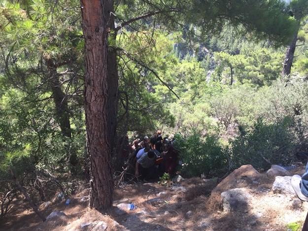 Gazipaşa Pazar sabahına acı haberle uyandı. Cenaze törenine katılan 4 kişinin dönüş yolunda kaza kurbanı oldukları ortaya çıktı.