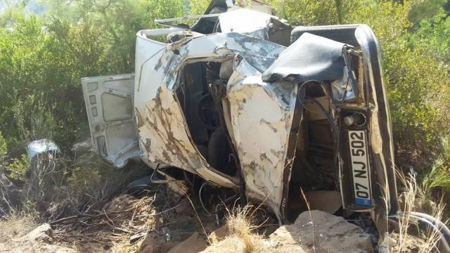 Otomobilin takla atması nedeniyle içinde bulunan 4 kişi ağır yaralandı.