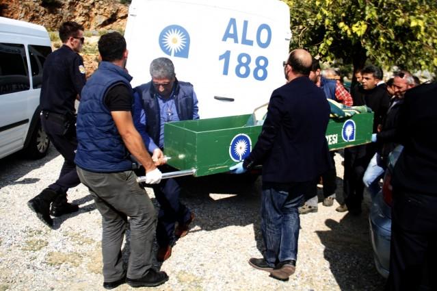Cumhuriyet Savcısının yaptığı incelemenin ardından tek kurşunla yaşamına son veren Şahin'in cesedi, otopsi için Antalya Adli Tıp Kurumu morguna gönderildi.