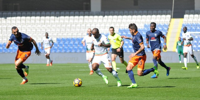 Yıldız futbolcumuz Vagner Love'da yine etkili bir performans gösterdi. 1 topu direkten dönen Love bir türlü golle buluşamadı.