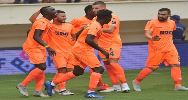 Spor Toto Süper Lig'in 7. hafta maçında Aytemiz Alanyaspor sahasında Akhisarpor ile karşılaşıyor. Mücadelenin ilk yarısı ev sahibi takımın 1-0'lik üstünlüğüyle sona erdi.