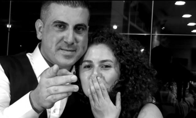 Antalya'lı çılgın aşık, kiraladığı vinç yardımıyla kız arkadaşının ikinci kattaki evinin balkonuna kadar yükselip diafonla evlenme teklifinde bulundu.