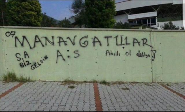 Alanya'nın duvarlarına yazılan bu yazılar büyük tepki toplamıştı.