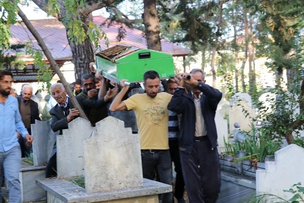 Polis, kazadan yara almadan kurtulan kamyon sürücüsü İsmet Oğuz'u ise gözaltına aldı.  Kazada hayatını kaybeden 'Tek Teker Arif' olarak bilinen Arif Razgatlıoğlu'nun cenazesi, cumartesi günü memleketi Sakarya'da toprağa verilecek.