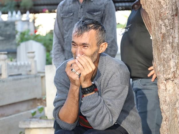 Gazipaşa'da 'Tek Teker Arif' olarak bilinen Arif Razgatlıoğlu ile geçirdiği trafik kazasında hayatını kaybeden Ülkü Özcan gözyaşları arasında defnedildi.