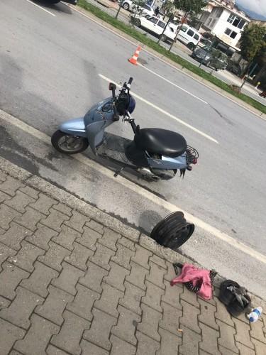 Alanya'da çevre yolu üzerinde yaşanan kazada Alanya L Tipi Cezaevi aracı ile bir motosiklet çarpıştı. Motosiklet sürücüsünün hayati riski var.
