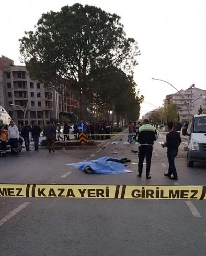 Alanya'nın tanınmış isimlerinden olan Tek Tek Arif lakabı ile tüm Türkiye'de adından söz ettiren Arif Razgatlıoğlu hayatını kaybetti. Kaza, saat 17.00 sıralarında Gazipaşa Sahil Yolu'nda meydana geldi.