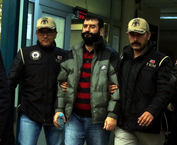 Kaçak kaymakam hakkında Antalya Cumhuriyet Başsavcılığı tarafından çıkartılan yakalama kararının ardından harekete geçen Antalya Emniyet Müdürlüğü Terörle Mücadele Şube Müdürlüğü (TEM) ekipleri, Özdemir'in izini İstanbul'da buldu. İstanbul Emniyet Müdürlüğüyle birlikte koordineli yapılan teknik ve fiziki takibin ardından İstanbul'a hareket eden Antalya TEM ekipleri, Özdemir'i Fatih ilçesinde bir evde yakaladı.