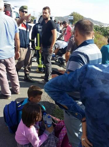 Alanya'da otomobilin öğrenci servisine arkadan çarpması sonucu meydana gelen kazada, 1 kişi öldü, 9 kişi ise yaralandı.