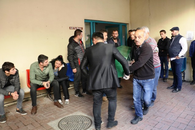 Antalya Adli Tıp Kurumu Morgu'nda otopsileri yapılan Arif Razgatlıoğlu ve Ülkü Özcan'ın cansız bedenleri aileleri tarafından alındı. Morgda ilk olarak işlemleri tamamlanan 20 yaşındaki Ülkü Özcan'ın cenazesi defnedilmek üzere Gazipaşa'ya götürüldü.