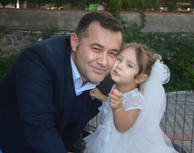 Alanya Belediye Başkanı Adem Murat Yücel ve eşi Yıldız Yücel kızları Zeynep'in ikinci yaşını sevdikleriyle beraber kutladı.