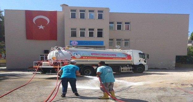 Alanya Belediyesi okulları temizledi
