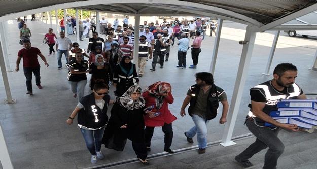 FETÖ SORUŞTURMASI: AKTİF-SEN'DEN 30 YÖNETİCİ ADLİYEDE