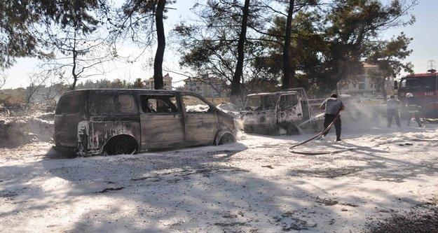 Ormanlık alandaki yangın iki aracı kül etti