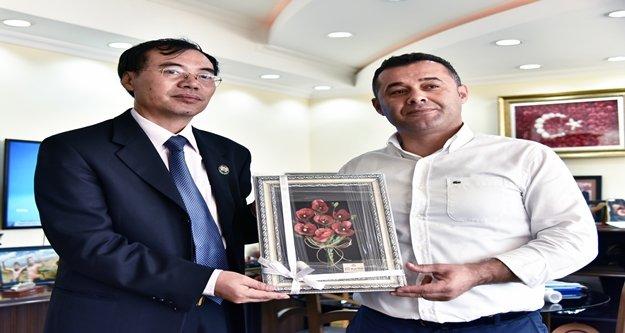Yücel, Başkonsolos Liu'ya Alanya'yı tanıttı