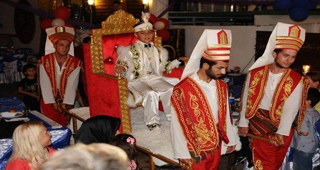 Cemal#039;e muhteşem düğün