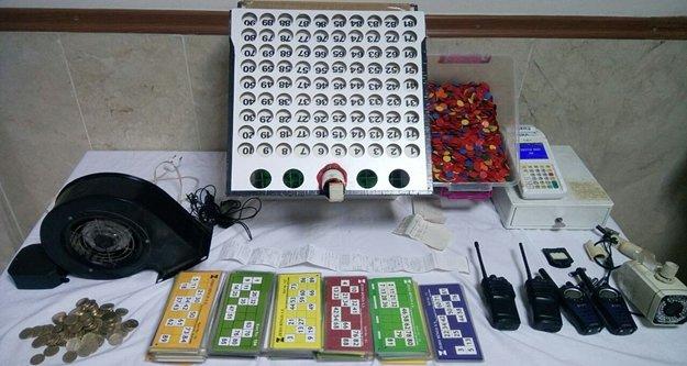 Jandarma, 54 kişiyi kumar oynarken bastı