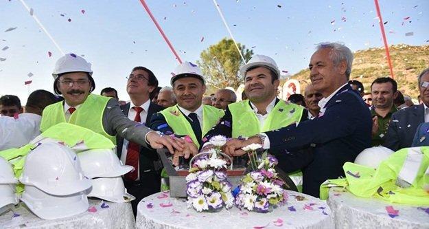 Yücel'den Demirtaş'ta görkemli tören