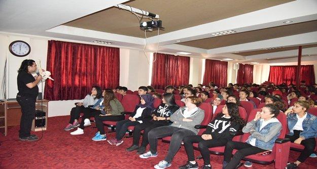 Alanya Belediyesi öğrencileri bilinçlendiriyor