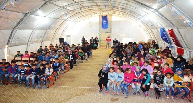 Alanyalı çocuklar savaşın çocuklarını sevindirdi