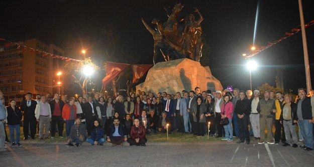 Antalya'da 'Ata'ya saygı ve sevgi' nöbeti tutuluyor