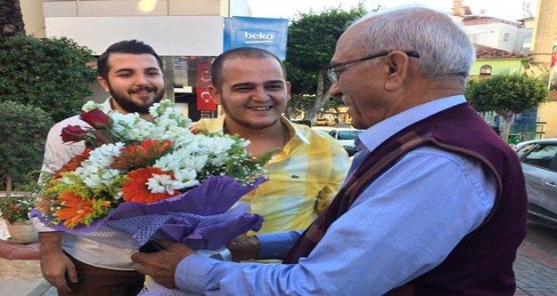 Baba Çavuşoğlu'na çiçekli karşılama