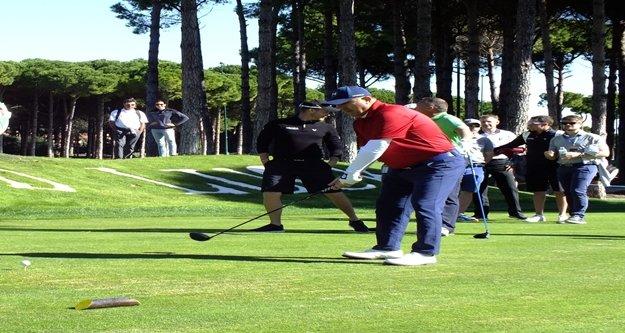 Bakan Çavuşoğlu golf sahasında