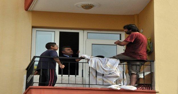 Çocuğunun yanında bıçaklı intihar girişimi