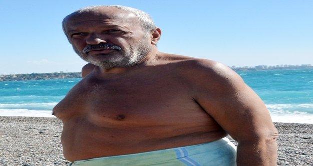Denizde sürükleniyor görüntüsü veren adam ortalığı karıştırdı