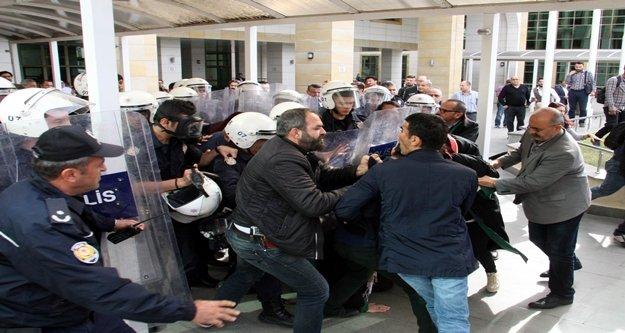 İzinsiz eyleme polis müdahalesi