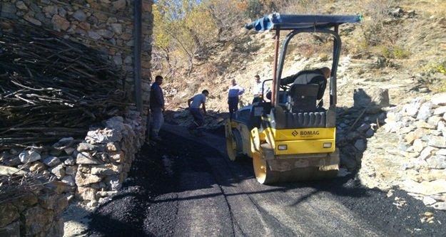 Kazada ölen gencin evine asfalt yol