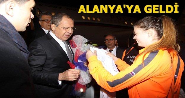 Lavrov'a çiçekli karşılama