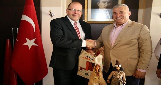 Leton Büyükelçi ile işbirliği konuşuldu
