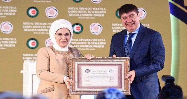 Türel ödülü Emine Erdoğan'dan aldı