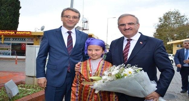 Vali Münir Karaoğlu Gazipaşa'yı ziyaret etti