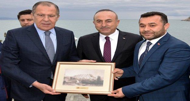 Yücel'den Lavrov'a Alanya hediyesi