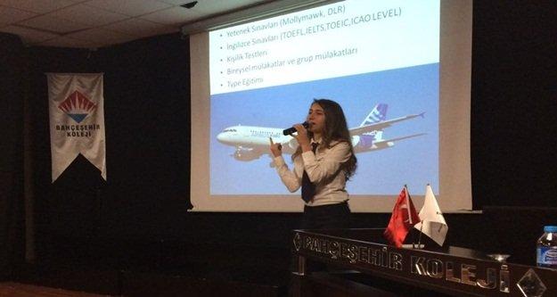 Öğrencilere bayan pilotluğu anlattı