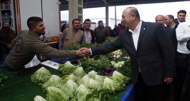 Çavuşoğlu pazar esanafı ile buluştu