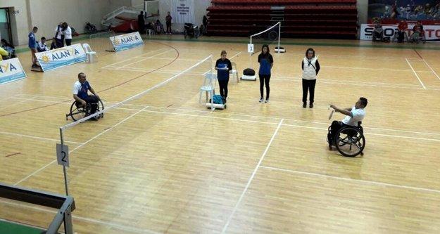 Özel sporcular Alanya'da yarışıyor