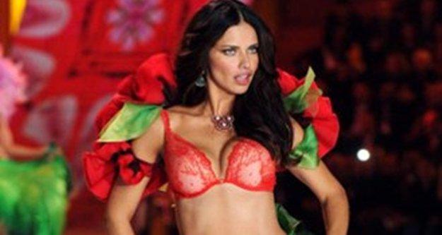 Adriana Lima geliyor