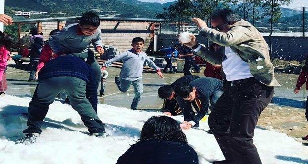 Nurettin Uludağ'a kar topu saldırısı