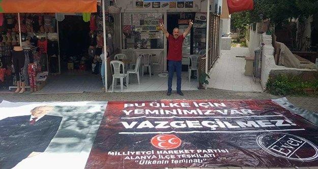 Alanya'nın girişine dev 'evet' afişi