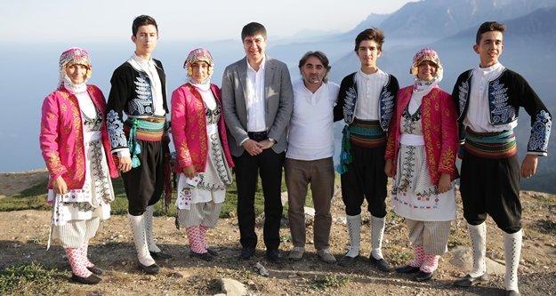 Folklör ekibine Başkan Türel yardım eli uzattı
