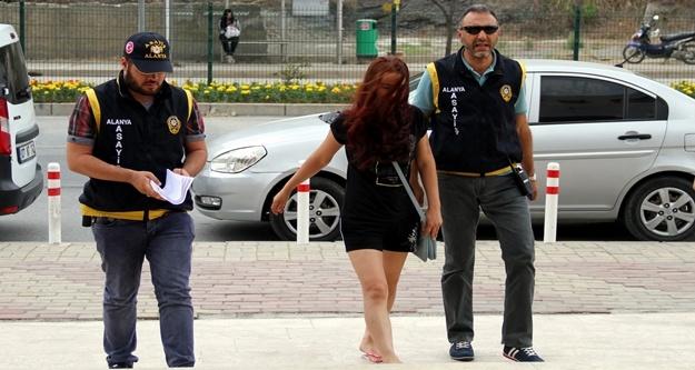 Alanya'da fuhuş yapan kadınlar sınır dışı edildi