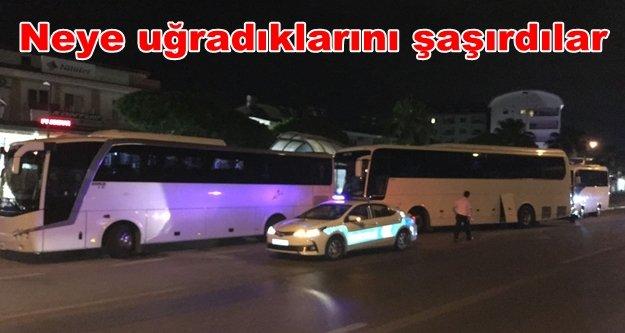 Alanya'da tur otobüslerine gece yarısı baskını