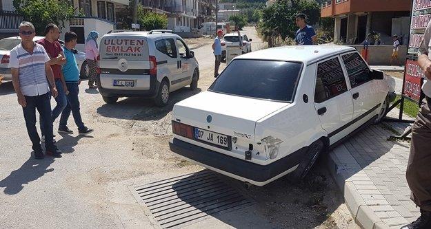 Araba çarpan genç kız ağır yaralandı