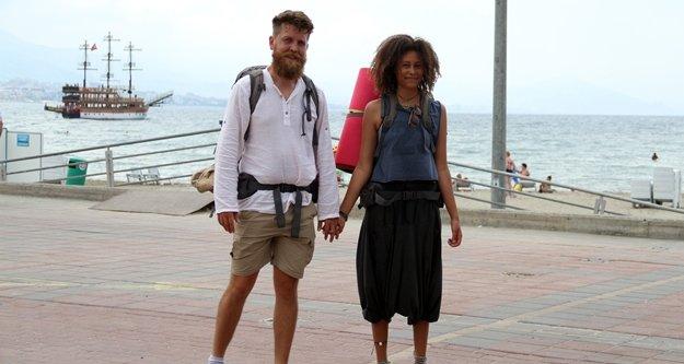 Dünyayı dolaşan çift Alanya'da mola verdi