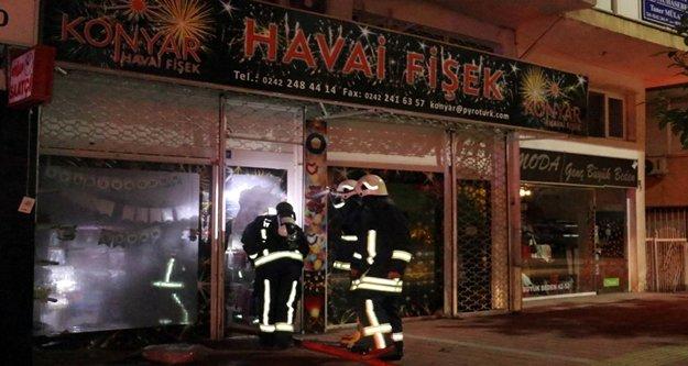 Havai fişek dükkanındaki yangında faciadan dönüldü